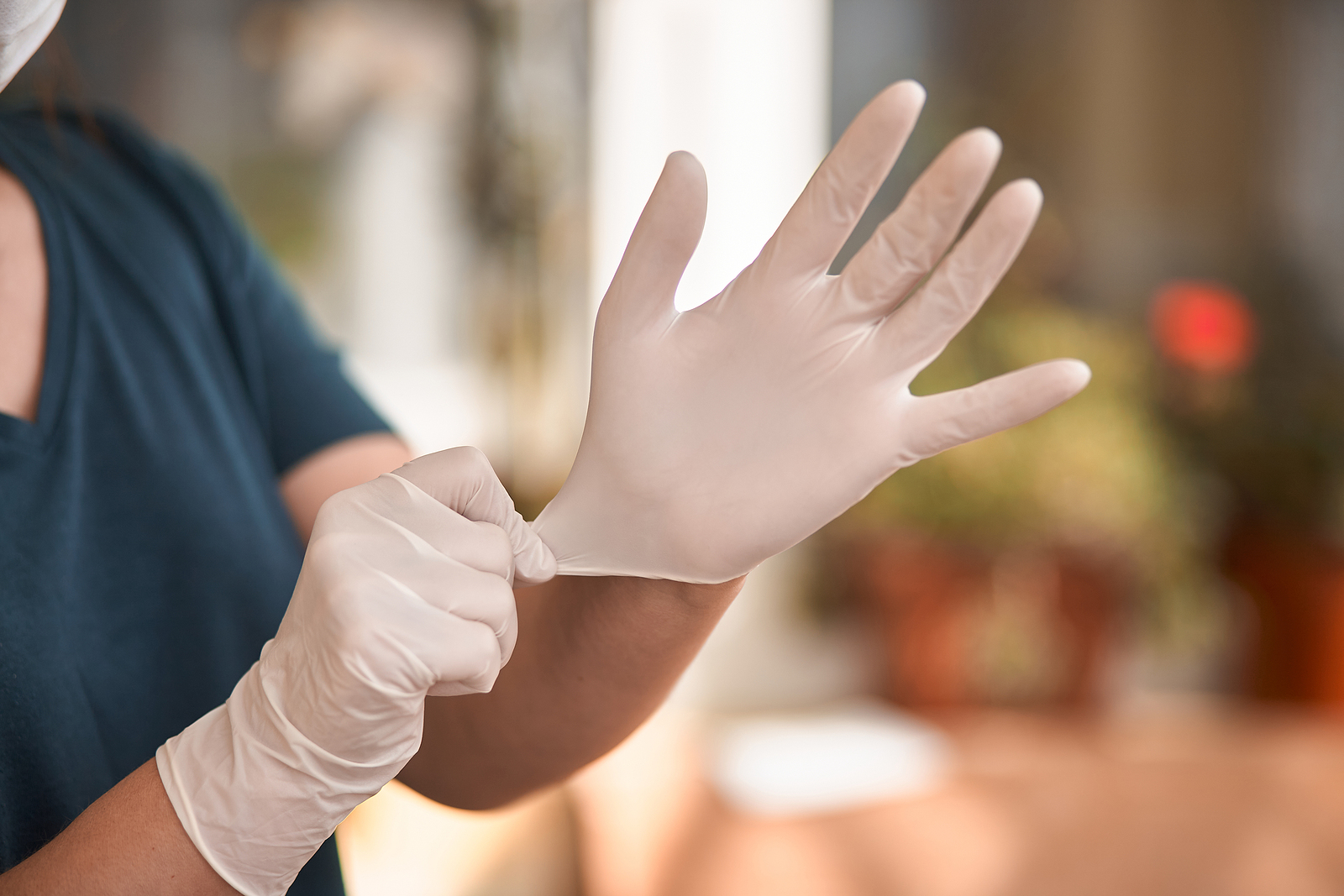 Which Medical Gloves Are Better: Nitrile Or Latex?